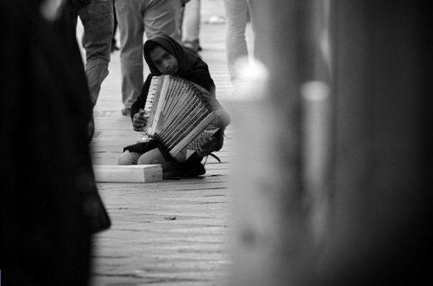 اقتصاد نابسامان زندگی دختران بدسرپرست را میسوزاند/ اوضاع کودکان بد سرپرست وخیمتر از یکسال گذشته است