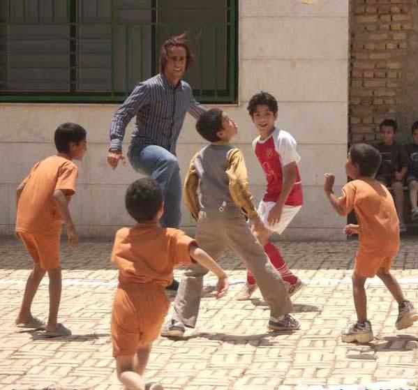 جای علی کریمی در گنجینه خاطرات مردم ایران است